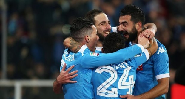 Il Napoli soffre e vince: 2-1 all'Inter, sorpasso e primo posto in classifica